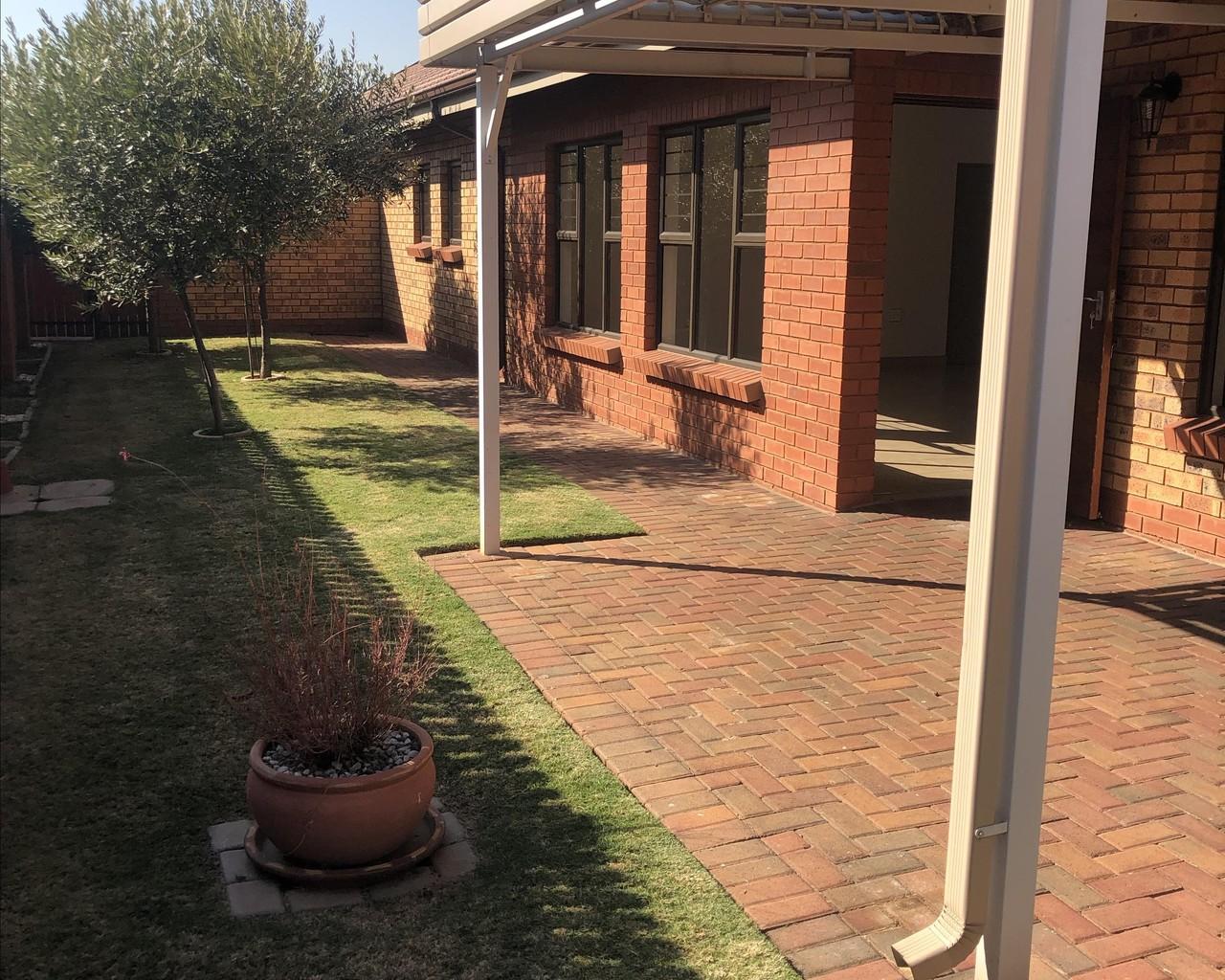 3 Bedroom Retirement Unit To Let in Eldoraigne | CSi