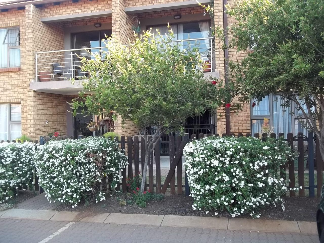2 Bedroom Flat For Sale in Willow Park Manor